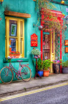 Exterior Paint Colors - You want a fresh new look for exterior of your home? Get inspired for your next exterior painting project with our color gallery. All About Best Home Exterior Paint Color Ideas Bohemian Decor, Gypsy Decor, Bohemian Fashion, Belle Photo, Color Inspiration, Garden Inspiration, Favorite Color, Paint Colors, Room Colors