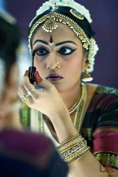 Links for make up tips great for performances make up geek make up mania dance-make-up-ideas Beauty tips from India has tips on natural and traditional beauty care Mahas Henna beautiful. Dance Photography, Portrait Photography, Mirror Photography, Henna, Dance Makeup, Dress Makeup, Indian Classical Dance, Classical Art, Dance Poses