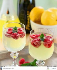 Limoncello and Prosecco Cooler with Raspberry Ice Cubes. Limoncello is so yummy! Fun Cocktails, Party Drinks, Cocktail Drinks, Fun Drinks, Cocktail Recipes, Beverages, Alcoholic Drinks, Drink Recipes, Cocktail Ideas