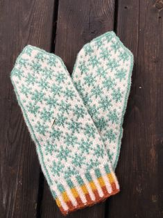 Linda Törner – Dela dina vantar! Mittens Pattern, Knit Mittens, Mitten Gloves, Knitting Stitches, Knitting Patterns, Cold Brew Coffee Maker, Textiles, Practical Gifts, Unusual Gifts