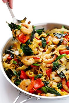 Drunken Noodles Recipe (Pad Kee Mao) -- this classic Thai dish is surprisingly quick and easy to make homemade! | gimmesomeoven.com #thaifoodrecipes