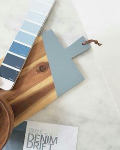 Denim drift is de kleur van Color 2017, Color Of The Year 2017, Denim Drift, Popular Paint Colors, Paint Color Schemes, World Of Interiors, Interior Paint Colors, Wall Colors, Interior Design Living Room