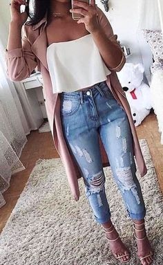 Incredible Winter Outfits To Wear Now pink cardigan with white bustier top and distressed jeans outfit Winter Outfits For Teen Girls, Stylish Summer Outfits, Cute Casual Outfits, Spring Outfits, Summer Jean Outfits, Summer Jeans, Cute Jean Outfits, Summer Shorts, Summer Outfit With Jeans