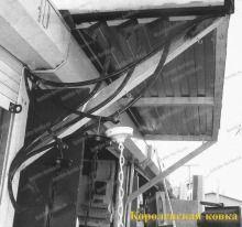 Кз-13 Классический кованый навес http://korolev-kovka.ru/kz13-klassicheskij-kovanyj-naves/  Кз-13 Классический кованый навес представляет собой стандартное решение для защиты подхода к входной двери в здание. Данный вариант козырька над дверьми...