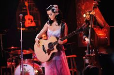 MTV Unplugged presents Katy Perry Katy Perry Albums, Katy Perry Pictures, Mtv Unplugged, Big Music, Smurfette, Amazing Songs, Killer Queen, Documentary Film, Latest Music