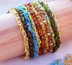 Beaded, crocheted floss or cotton yarn bracelets and necklaces. Transform simple embroidery floss and seed beads into joyful bracelets and neck. Crochet Earrings Pattern, Crochet Bracelet, Bead Crochet, Crochet Fall, 3d Doodler, Wrap Bracelet Tutorial, Yarn Bracelets, Bohemian Bracelets, Bohemian Necklace