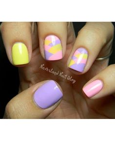 Hop to it: 12 of the best Easter inspired nail art! www.ddgdaily.com #easterdigits