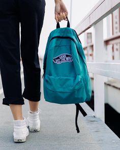 Ready for the weekend with the Realm Backpack. Vans Backpack Girls, Backpack Outfit, Diy Backpack, Jansport Backpack, Backpack Online, Vans School Bags, Vans Bags, Cute Backpacks, Girl Backpacks