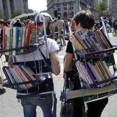 of the Craziest and Unusual Mobile Libraries From Around the World Top 10 Unusual Bookmobile & Mobile Library VansTop 10 Unusual Bookmobile & Mobile Library Vans Little Free Libraries, Little Library, Free Library, Library Books, Photo Library, I Love Books, Books To Read, My Books, Mobile Library