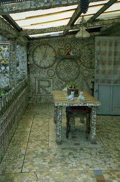 Maison de la vaisselle cassée by Robert Vasseur. http://www.art-insolite.com/pageinsolites/insovasseur.htm