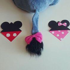 Des marques pages #Minnie et #Mickey qui se mettent dans le coin d'un livre https://www.youtube.com/watch?v=fg9T4gpTxvs