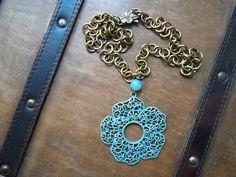 Ciondolo grande fiore in bronzo antichizzato con sfumature turchese, collana fiore, collana primavera, collana estate, collana angelite