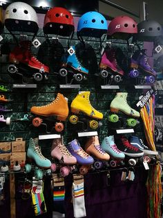 Retro Roller Skates, Roller Skate Shoes, Quad Roller Skates, Roller Derby Girls, Roller Rink, Roller Disco, Roller Skating, E Skate, Skate Shop