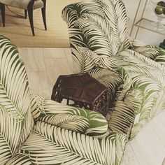 Epitome of sophisticated FL living right here 😍 #interiordesign #style #luxury #palms #lounge