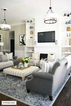 Create a casual and elegant summer living room with calming neutrals, layers of textures and hints on blue and white for a relaxing, laid-back look. Living Room Decor Colors, Eclectic Living Room, Living Room White, Living Room Paint, Rugs In Living Room, Living Room Designs, Brown Couch Decor, Sofa Texture, Living Room Arrangements