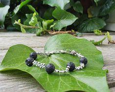 ReMIdea su Etsy Beaded Bracelets, Etsy, Jewelry, Jewlery, Jewels, Jewerly, Jewelery, Seed Bead Bracelets, Pearl Bracelet