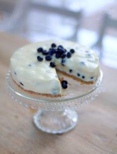 White Chocolate and Blueberry Cheesecake