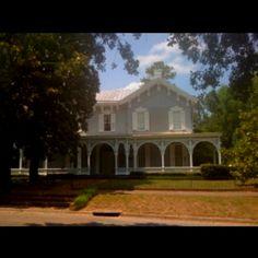 Antebellum home in Holly Springs. Grey Gables- Uncle Al's house. Loooooove it.