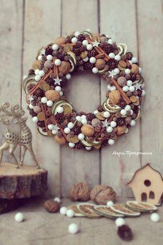 "Чудовий вінок ""Чарівна ніч"" Christmas Advent Wreath, Christmas Home, Christmas Crafts, Christmas Decorations, Xmas, Halloween Yarn Wreath, Handmade Decorations, Burlap Wreath, Flower Arrangements"