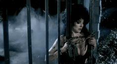 Elvira: 21 gifs espetaculares da Rainha das Trevas