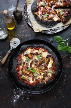 Black pizza with chipotle BBQ chicken, mushrooms