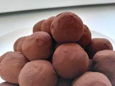 VIDEOTIP Dezert ako z luxusnej cukrárne: Pripravte si tiramisu guľôčky Tiramisu, Cakepops, Something Sweet, Truffles, Ice Cream, Sweets, Bread, Baking, Vegetables