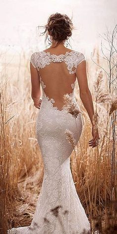 Awesome 45+ Beautiful White Lace Wedding Dress Open Back Ideas  https://oosile.com/45-beautiful-white-lace-wedding-dress-open-back-ideas-9887