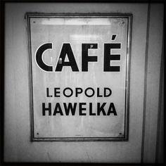 Das Schild am legendären Wiener Hawelka. Foto: Moka Consorten