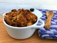Heerlijke Zuid Afrikaanse boboti vol warme, zwoele smaken gemaakt met banaan, abrikozen, rozijnen, appel en seitan gehakt. Snel en makkelijk! Seitan, Dog Food Recipes, Foodies, Africa, Dog Recipes