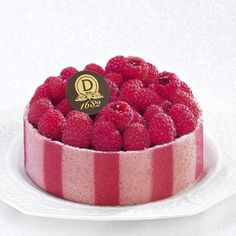 Délice du Chef | The freshness of raspberries combined with the sweetness of vanilla. Almond genoise flavored with Bourbon vanilla bean from Madagascar and kirsch, almond joconde biscuit, vanilla suprême, topped with a compote of red berries and fresh raspberries.