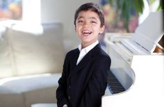 Ethan Bortnick - Child piano playing prodigy sets new Guinness record