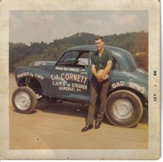 Gone forever, one of the nastiest drag racing classes of all time, the Altered Coupes/Sedans & Competition Coupes/Sedans. The baddest of the bad, including the nitro burning Double A Fuel. Morris Minor, Old Race Cars, Vintage Race Car, Drag Cars, Car Humor, Drag Racing, One Pic, Cool Cars, Classic Cars