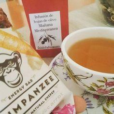 Regrann from @fogonesverdes -  Hoy me ha llegado a casa las infusiones y tés de @soloinfusiones ! He empezado la mañana con esta infusión de hojas de olivo  Mañana mediterránea. Es la primera vez que bebo un infusión de estas hojas y me sorprendió muy agradablemente, es ligero y altamente aromático! Acompañado de unas barritas Chimpanzee (zanahoria / remolacha) del @organicobox que aún me quedaban!  Pronto subiré algunas recetas con estas infusiones, no solo se beben!!