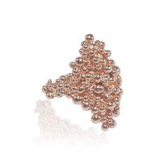 """""""Die """"Good Girl"""" Ringe passen zu vielen Feierlichkeiten, aber ganz speziell gut als funkelndes Extra für einen Ball. Sowohl zu einem klassisch schlichten Kleid als auch zu einem opulenten Modell, ist der """"Good Girl"""" Ring ein tolles Accessoire. Caroline Ertl 💍 Ring aus der Serie """"Good Girl"""" € 270 #schmuck #jewelry #goldring Stud Earrings, Jewelry, Fashion, Accessories, Plain Dress, Gold Rings, Celebrations, String Of Pearls, Stud Earring"""