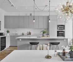 60 Awesome Scandinavian Kitchen Decor and Design Ideas - InsideDecor Modern Grey Kitchen, Light Grey Kitchens, Grey Kitchen Designs, Gray And White Kitchen, Modern Kitchen Design, Interior Design Kitchen, Grey Ikea Kitchen, Neutral Kitchen, Kitchen Contemporary