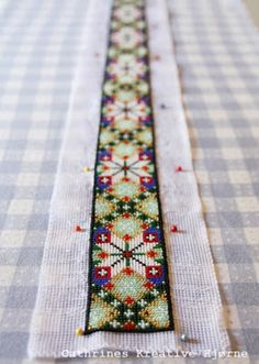 Cathrines tips og råd om montering av perlebelte til bunad! Bead Embroidery Patterns, Beaded Embroidery, Plastic Canvas, Cute Designs, Needlepoint, Mittens, Cross Stitch, Textiles, Beads