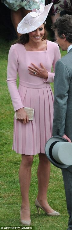 I'm all for recycling, Duchess, but you wore it two weeks ago... Nonetheless, like the hat! And I still love the dress.