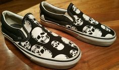 2dd8108a37 Vans Off the Wall Slip On Shoes Black with White Skulls Men s Sz 7.5  (Women s