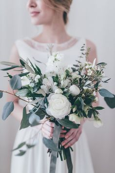 White & Green Bouquet | Bridal Separates From Atelier Twardowska | Delicate Botanical Shoot | Images by Paulina Weddings | www.rockmywedding...