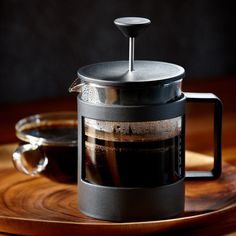 A 4-cup coffee press made with 50% post-consumer plastic. More flavorful coffee, better for the planet.