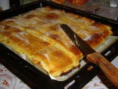Piskóta jellegű finom túrós sütemény, elolvad a szádban, ha bele harapsz! Hungarian Desserts, Romanian Desserts, Hungarian Recipes, Tasty, Yummy Food, Good Food, Pasta Filo, Sweet Cookies, Baking And Pastry
