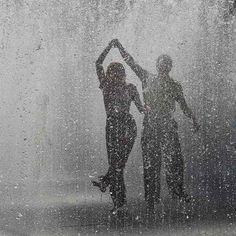windyblue:    acquadisale:      e se la tempesta non passa, impara a danzarci dentro.      ♥ღ