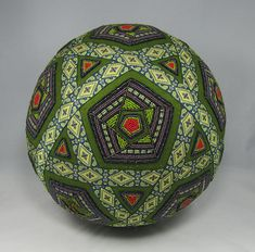 Solid Geometry, Sacred Geometry, math from a another view. Some of them with many pieces to make the whole spheres. Solid Geometry, Temari Patterns, All Japanese, Ball Ornaments, Holiday Ornaments, Passementerie, Japanese Textiles, Green Ribbon, Hand Art