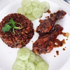 nassi Hello !! Voila ma façon de faire le nassi plat javanais très apprécié en Guyane. Le riz peut être remplacé par des Spaguettis cela s'appelera alors un Bami. Les javanais le servent la plupart du temps avec du foie pimenté mais je ne l'ai pas réalisé....