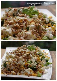 moje pasje: Brokuły z kukurydzą, fetą, sosem czosnkowym i prażonymi ziarnami Tzatziki, Coleslaw, Fried Rice, Feta, Ale, Food And Drink, Ethnic Recipes, Thermomix, Coleslaw Salad