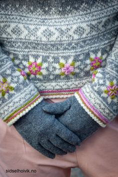 This is a yarnkit in my webshop sidselhoivik.no Knitted in Sølje and Vilje - Norwegian lambswool and pelt wool with embellishment in Ask 100 % Norwegian wool. It is all included in the kit.  Pattern in English, Dutch and Norwegian Design&photo: Sidsel J. Høivik / sidselhoivik.no AS Free Knitting, Knitting Patterns, Single Crochet Stitch, Crochet Stitches, Ravelry, Knitwear, Wool, Dutch, English