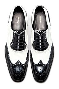 Tom Ford – Shoes black & white wingtips oxfords brogues // again, super sophisti… – Men's style, accessories, mens fashion trends 2020 Me Too Shoes, Men's Shoes, Shoe Boots, Dress Shoes, Ugg Boots, Ankle Boots, Aldo Conti, Tom Ford Shoes, Oxford Brogues