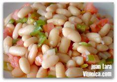 Ensalada fresca de alubias. Receta Saludable Alubias, 1 tomate, media cebolleta, medio pimiento, un chorreón de aceite de oliva, vinagre y sal.