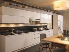 Uitvoering : 1) alpine wit (21-4059) Kunststof oppervlak, frontdikte 19mm, 4-zijdig kanten  2) grijsbruin (21-4020) Kunststof oppervlak, frontdikte 19mm, 4-zijdig kanten  3) grijswit (21-4008) Kunststof oppervlak, frontdikte 19mm, 4-zijdig kanten Kitchen Island, Kitchen Cabinets, Home Decor, Island Kitchen, Decoration Home, Room Decor, Cabinets, Home Interior Design, Dressers