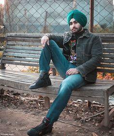 Indian Men Fashion, Mens Fashion, Punjabi Boys, Kurta Pajama Men, Distance Love Quotes, Punjabi Models, Indian Man, Men Dress, Pajamas